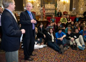 Rep. Van De Wege talks to Blue Heron Middle School kids