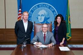 HB 1863 bill signing, Rep. Monica Stonier Gov. Jay Inslee