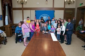 Gov. Jay Inslee signs HB 1688 with Rep. Monica Stonier
