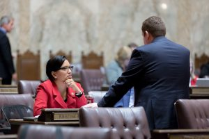 Reeves conferring with GOP colleague on floor
