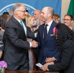 Representative Drew Hansen and Governor Jay Inslee shaking hands