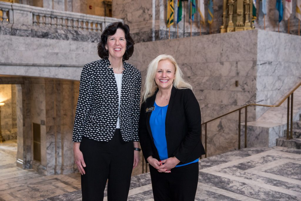 Reps. Kilduff and Leavitt in rotunda